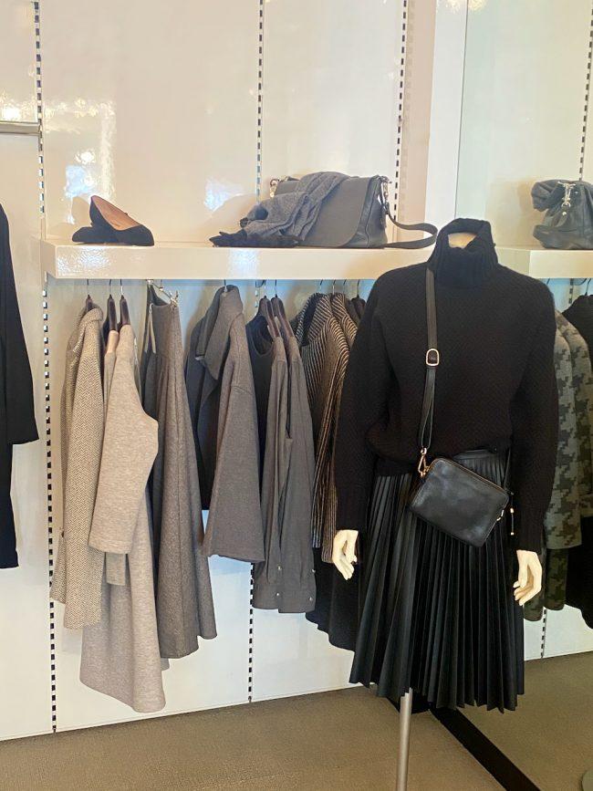 Elegante Mode Grünwald und Starnberg von Anja Hain. Strick, Stiefel, Kaschmir, Hülster 2021