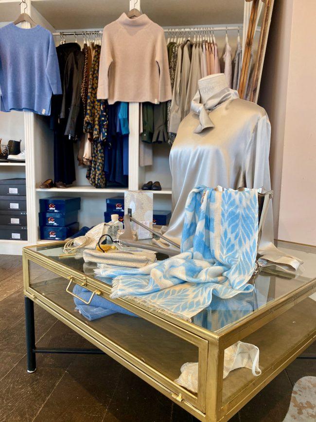 Elegante Mode Grünwald und Starnberg von Anja Hain. Strick, Pullover, Kaschmir, Mode 2021