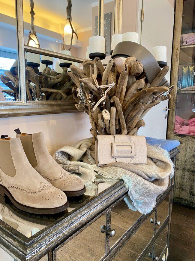 Elegante Mode Grünwald und Starnberg von Anja Hain. Strick, Stiefel, Kaschmir, Liebenswertes 2021